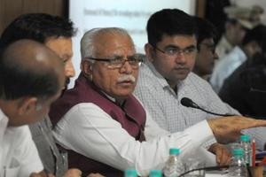 Haryana chief minister Manohar Lal Khattar listens to resident complaints during a meeting of district consumer disaster management committee in the Mini Secretariat in Gurgaon. (Parveen Kumar/Hindustan Times)