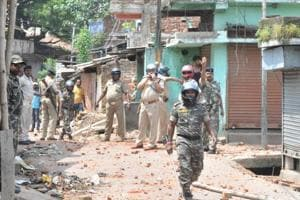 At least five people, including a police official,  were injured in a stone pelting incident between two communities in Ranchi's Kumhartoli area on Wednesday, September 19, 2018.