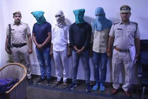 Police arrested five members of Boda gang who snatched mobile and cash.