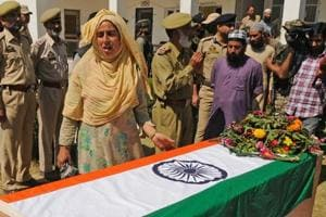 A woman grieves during the wreath laying ceremony for the policemen kidnapped and killed by militants, at a base camp at Shopian, about 55 kilometers south of Srinagar, on September 21, 2018.