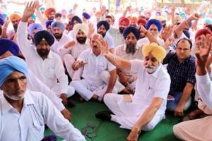 Shiromani Akali Dal workers led by former minister Sikander Singh Maluka holding a protest in Bathinda on Thursday.