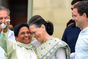 Congress leader Sonia Gandhi with Bahujan Samaj Party leader Mayawati (left) and Congress president Rahul Gandhi during the swearing-in ceremony of JD(S)-Congress coalition government in Bengaluru, in May 2018.