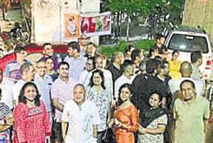 Residents of Ardee City, Gurugram, held a demonstration against the developer of the colony demanding restoration of the electricity connections in many houses on Saturday night.