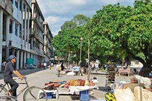 Sector 17, the heartbeat of the city, has been run over by vendors in the last decade. MC estimates put the number of illegal vendors in Sector 17 at over 500.