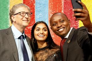 Bill Gates, Amika George and Dysmus Kisilu take a selfie at The Goalkeepers 2018 Global Goals Awards. (Photo by Handout/Chris Farber/Getty Images for Gates Archive)