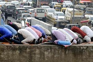 Muslims offering the Juma Namaz during the last Juma of Ramzan at Jama Masjid, Gurgaon.