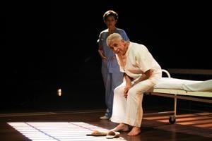 The Father portrays the everyday life and struggles of a dementia patient , Andre,  played by Naseeruddin Shah