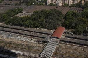 The Elphinstone-Lower Parel area has turned into a biz district, but the infrastructure to accommodate increasing commuters has not developed at the same pace.