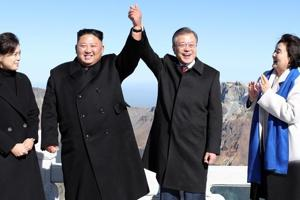North Korean leader Kim Jong Un (2nd L) and his wife Ri Sol Ju (L) pose with South Korean President Moon Jae-in (2nd R) and his wife Kim Jung-sook (R) on the top of Mount Paektu on September 20, 2018 after their summit.