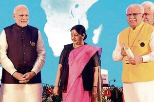 Haryana chief minister Manohar Lal Khattar with Prime Minister Narendra Modi and external affairs minister Sushma Swaraj after receiving the award in New Delhi.