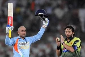 File image of former India cricketer Virender Sehwag (L) and former Pakistan cricketer Shahid Afridi.