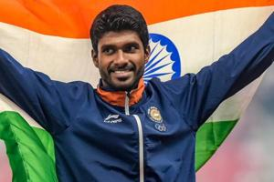 Jinson Johnson celebrates during the medal ceremony for the men