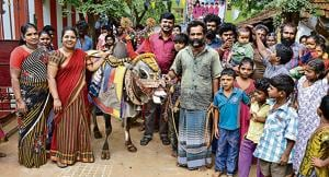In Sakkimangalam, 15km to the east of Madurai city by the river Vagai, is a settlement of Boomboommatkarars and Kudkudupakaragals, two nomadic communities that wander with fortune-telling bulls and perform to hand rattles.