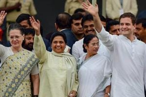 Mamata Banerjee to invite Kerala CM, Left leaders to anti-BJP rally in January