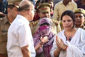SIT members reconstruct the crime scene of the murder of Apple executive Vivek Tiwari in the presence of his wife Kalpana Tiwari and colleague Sana, in Lucknow, Oct 2, 2018.