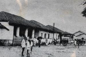 This is what Thane railway station used to look in 1853. People used to travel by bullock carts only.