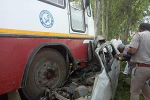 After the accident, the bus driver and conductor managed to flee from the spot.