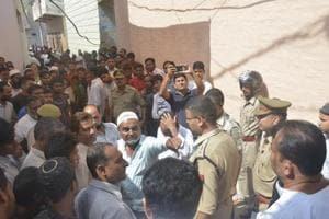 Agitated locals speak to the police officers in Muradnagar where body of a six year old girl was found on the roof of a mosque court in Ghaziabad, India on Sunday October 7, 2018.