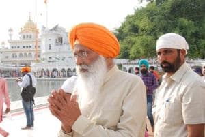 Sukhdev Singh Dhindsa paying obeisance at Golden Temple in Amritsar.