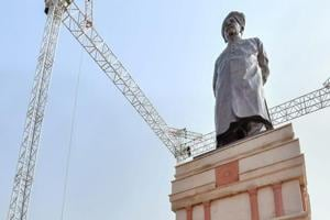 Prime Minister Narendra Modi unveils a statue of Deenbandhu Sir Chhotu Ram, at Sampla, in Rohtak, Tuesday, October 9, 2018.