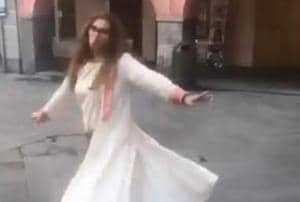 Dimple Kapadia dances on a street in Italy in a video captured by Akshay Kumar.