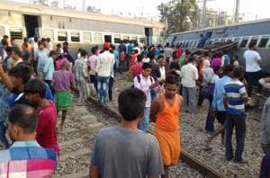 Five coaches of the Malda-Delhi Farakka Express derailed near Harchandpur railway station on Wednesday morning.
