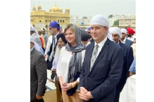 Canada's Conservative Party leader Andrew  Scheer along with his wife Jill Scheer paying obeisance at Golden Temple in Amritsar.