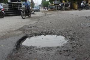 The campaign that has been named 'selfie with potholes', the party workers and common people will be exhorted to click selfies set against the backdrop of gaping potholes on roads.