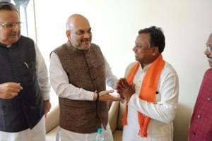 Congress Chhattisgarh working president and Pali-Tanakhar MLA Ramdayal Uike joins the BJP in the presence of Amit Shah and state chief minister Raman Singh on October 13.