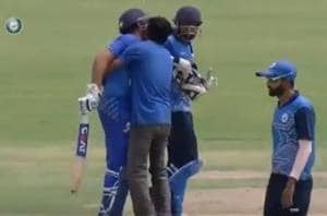 Screengrab of video posted on Twitter of a fan trying to kiss Rohit Sharma during a Vijay Hazare Trophy match.