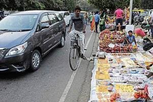 Stalls are allowed in the markets from October 17 to 19 (Dussehra) and then from October 24 to 26 (Karva Chauth). Vending will not be allowed in parking areas and market corridors.