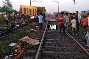 A truck driver died after he rammed a manned level crossing between Godhra and Ratlam and hit Trivandrum Rajdhani train on Thursday.