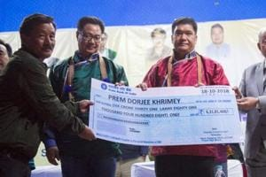 Prem Dorjee Khrimey (second from left) receiving a cheque from Arunachal Pradesh Chief Minister Pema Khandu (second from right) at an event held at Rupa in West Kameng district on Thursday.