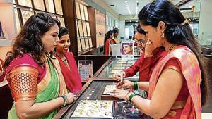 People buy gold ornaments at Chembur.