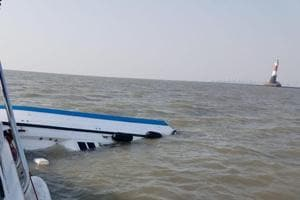 One official killed as a boat carrying senior Maharashtra government officials including the state's top bureaucrat Dinesh Kumar Jain capsized near Prongs Reef Lighthouse.