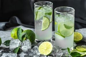 While lemon juice is a good detoxifier, when combined with parsley, it can work wonders for your weight loss regime and help in losing belly fat.