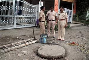 The three victims were hired by a private contractor to maintain a sewer line in Dombivli.