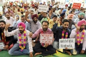 Members of Sanjha Morcha Teachers union holding a protest IN front of Gurdwara Dukhniwaran Sahib on October 29.