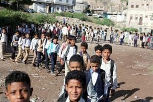 Photos: Teacher in Yemen turns his home into free school for 700 students