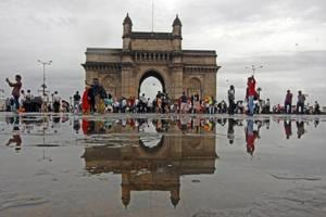 The proposed mid-sea Shivaji Memorial is approximately 19-22km from the Gateway of India  as ferries have to take a roundabout route.  With a new jetty at Nariman Point, the distance from main land will be reduced to around 4.8 km.