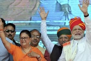 Prime Minister Narendra Modi and Rajasthan Chief Minister Vasundhara Raje at a rally in Ajmer, Oct 6, 2018.  Sources said the state leadership did not agree upon the central leadership's view which is in favour of axing 80-90 sitting MLAs including ministers for the upcoming assembly elections.