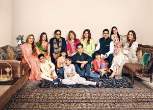 (Clockwise from left) Malaika Khan, Sussanne Khan, Sanjay Khan, Zarine Khan, Simone Arora, Zayed Khan, Fizaa Ali, Farah Khan Ali, Hrehaan Roshan, Azaan Ali, Aariz Khan, Hridhaan Roshan and Zidaan Khan; Make-up and hair by Rashmi Shastri