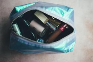 One of the best Diwali gifts for your loved ones could be beauty products.