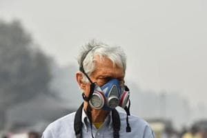 A man wears a mask for protection from heavy smog in Delhi, November 5, 2018.