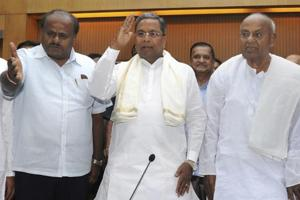 Former prime minsiter and JD(S) president HD Devegowda (right) with former chief minister Siddaramaiah (centre) and Karnataka chief minister HD Kumaraswamy during a joint press conference in Bengaluru.