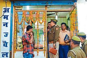 A jeweller in Govindpuram was allegedly robbed on Tuesday by a gang of four armed men who barged inside his shop.