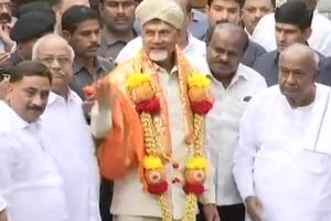 TDP chief and Andhra Pradesh Chief Minister N. Chandrababu Naidu on Thursday met Janata Dal-Secular (JD-S) supremo HD Deve Gowda in Bengaluru in a bid to unite the opposition parties against the BJP ahead of the 2019 general elections.