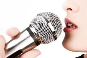 Parkinson's disease patients reported feeling less anxious and sad after a singing class. (Shutterstock)