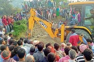 The incident happened near Maiya-Pokhra Ghat at Najirpur village when people were digging the soil to make earthen ovens to prepare prasad for Chhath
