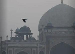 Smog around Humayun's Tomb in Delhi